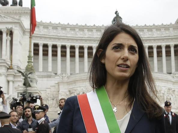Comune di Roma: Raggi indagata per abuso e falso