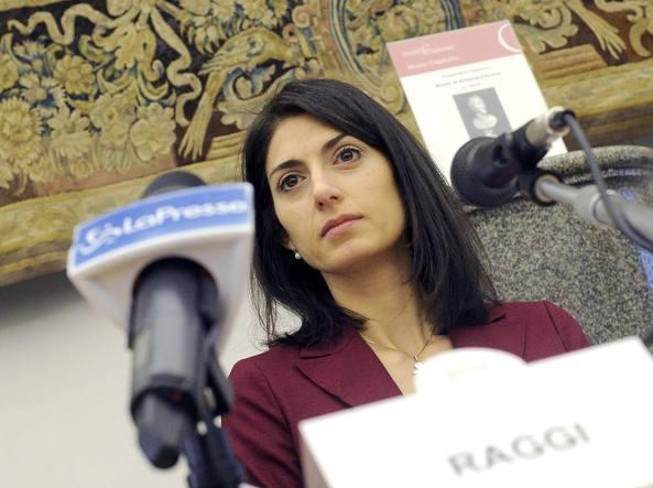 Caso Raggi, Beppe Grillo la difende: