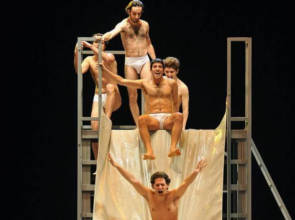 Una scena dello spettacolo «Ragazzi di vita»