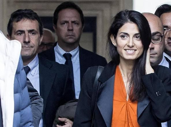 Salvatore Romeo (S) con la sindaca di Roma, Virginia Raggi (foto Ansa)