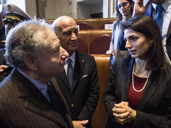 Il presidente Fia Jean Todt con la sindaca Raggi in Aula Giulio Cesare (Lapresse)