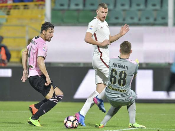 Dzeko realizza il secondo dei tre gol della Roma (Getty Images)