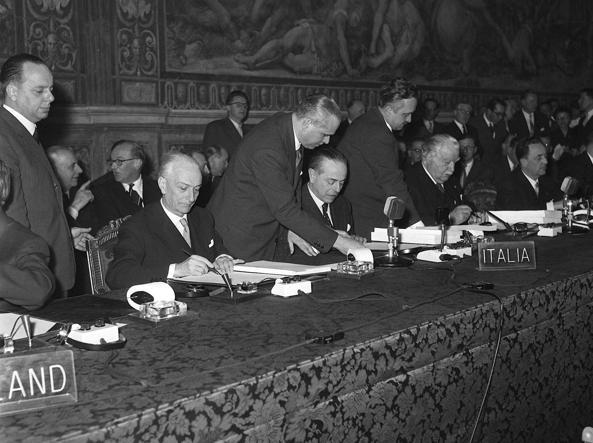 La firma dei Trattati di Roma il 25 marzo 1957 in Campidoglio