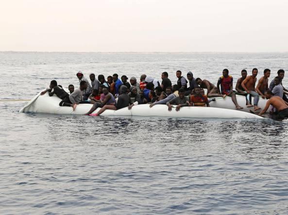 Una foto di archivio di migranti (Ansa)