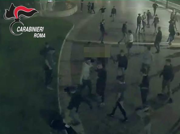 Un'immagine dei Carabinieri della rissa tra adolescenti avvenuta nel 2016 in cui un 16enne fu accoltellato