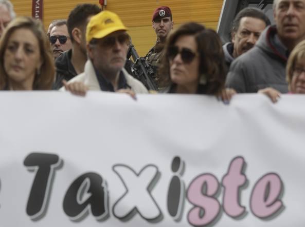 Stop a Uber in Italia, i taxi vincono il ricorso
