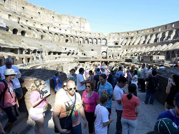 Lo scontro tra Raggi e Franceschini sul Colosseo parco archeologico