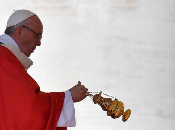 Est - Papa Francesco in Egitto non userà auto blindate