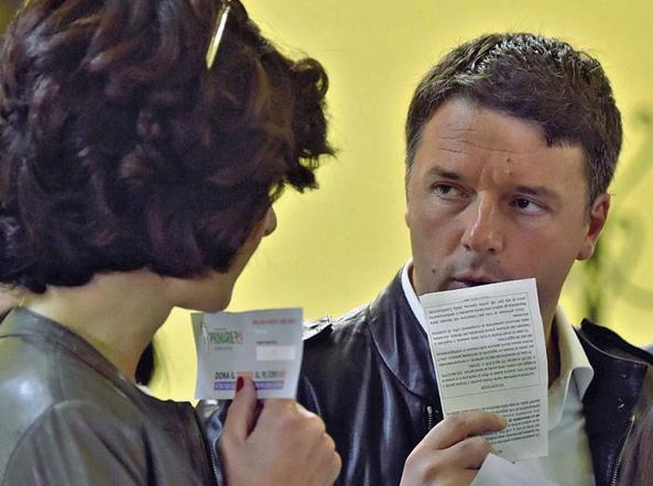 Matteo Renzi con la moglie Agnese Landini al seggio di Pontassieve (Firenze)