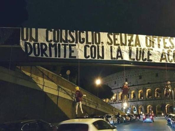 Manichini al Colosseo, svelato il mistero: sarebbe opera di tifosi della Lazio