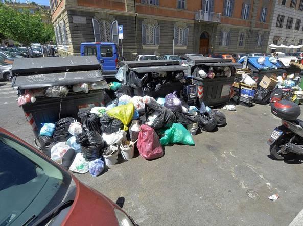 Roma: Renzi, Raggi governa da un anno, rifiuti peggio ogni giorno