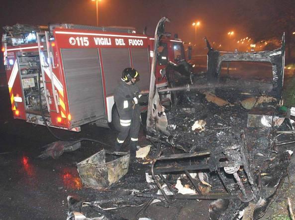 A fuoco un camper in zona Centocelle, morte 3 sorelle