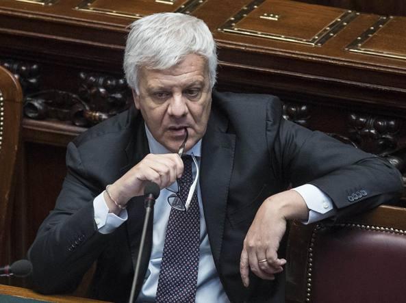 Il ministro Galletti durante il question time di mercoledì (LaPresse)