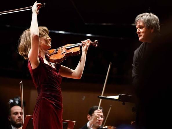 La violinista Lisa Batiashvili e il direttore Antonio Pappano nel 2015