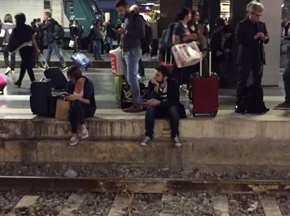 Passeggeri in attesa alla stazione Termini