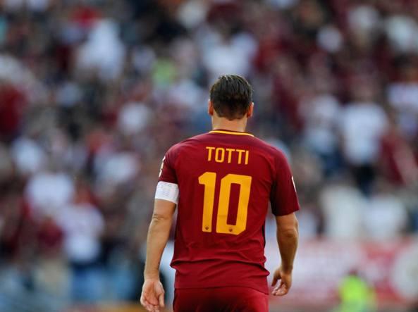 Addio Totti alla Roma, il capitano rilancia: 'L'anno prossimo continuo'