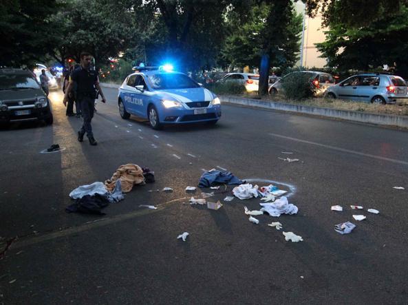 Auto travolge 5 persone a Roma, 2 gravi