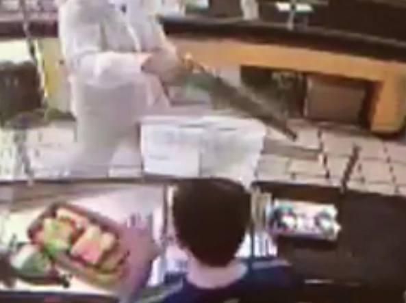 Armato di una sega detenuto in permesso premio rapinava supermercati