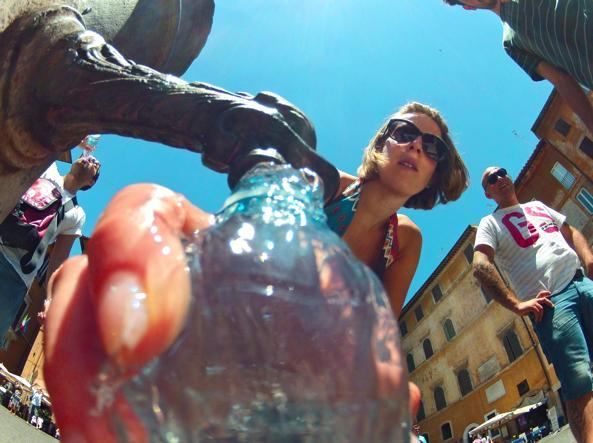 Una delle numerose fontane della Capitale, i tipici «nasoni» (Jpeg)