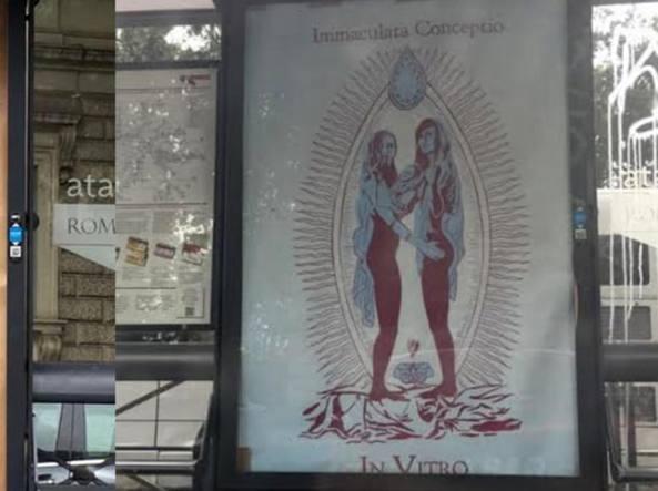 Manifesti blasfemi sulle pensiline dell'Atac