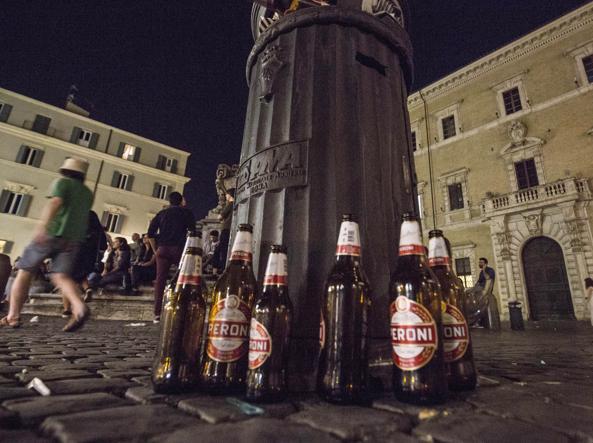 Roma, l'ordinanza anti alcol è un flop: anarchia nei locali