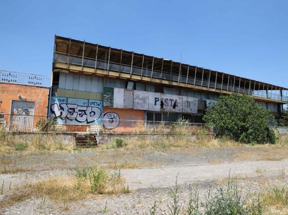 La «Pista d'Oro» abbandonata sulla via Tiburtina (foto Proto)