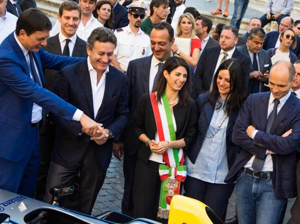 Da sinistra Diacetti, Agag, Raggi, Meleo e Frongia alla presentazione della Formula E in Campidoglio (Omniroma)