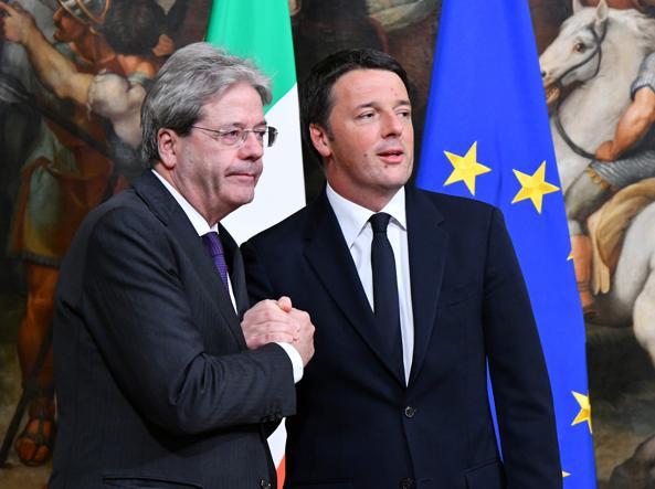 Paolo Gentiloni e Matteo Renzi (Afp)