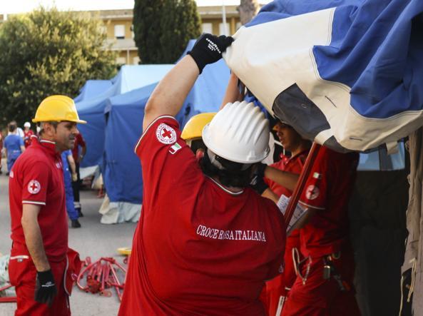 Migranti, bomba carta contro struttura di accoglienza vicino a Roma