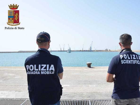 Stretta sulle ong, nave fermata a Lampedusa per i controlli