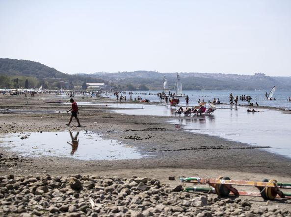 Il lago di Bracciano in secca (Ansa)