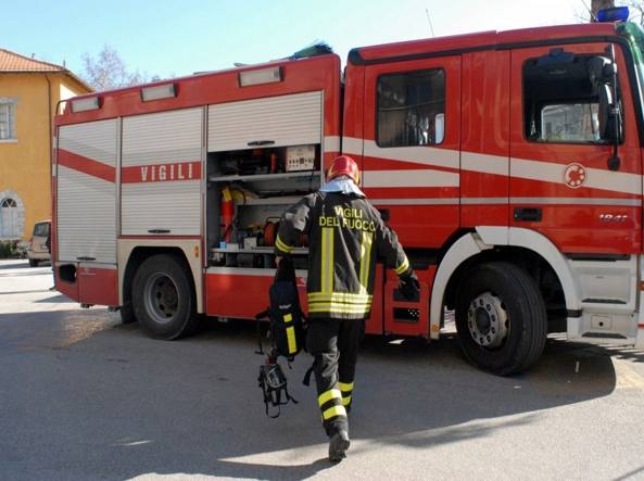 Tivoli, incendio in un terreno: ritrovati i cadaveri di due donne
