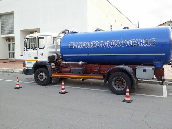 Turni per l'acqua e autobotti