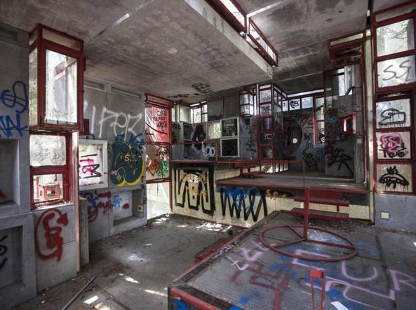 Villa perugini la casa astronave rifugio degli hippy for Ospitare qualcuno in casa