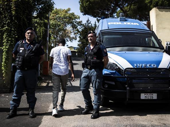 Migranti a Roma, ancora tensione: accoltellato un eritreo