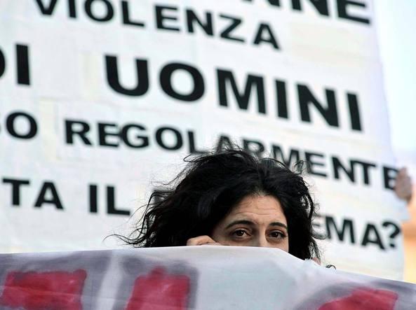 Manifestazione contro la violenza sulle donne (Imagoeconomica)