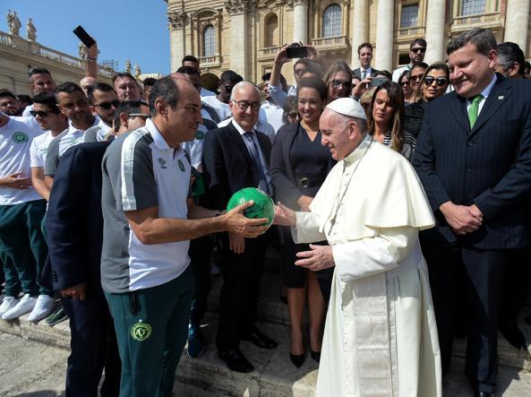 La Chapecoense è stata anche ricevuta da Papa Francesco in Vaticano (Ap)