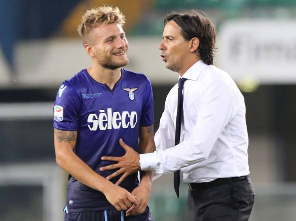 Il tecnico della Lazio Simone Inzaghi, a destra, con Ciro Immobile (LaPresse)