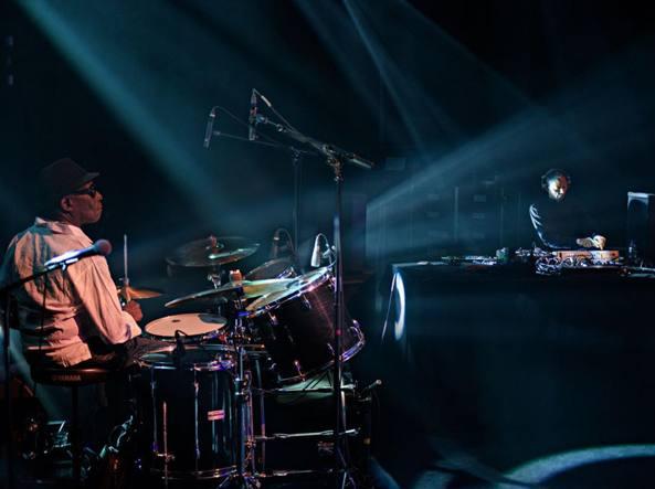 Tony Allen e Jeff Mills durante lo show di Parigi dello scorso anno