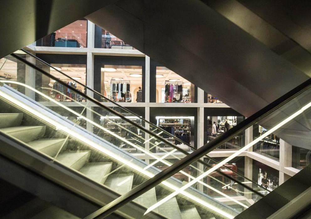 Ecco la nuova rinascente il mall di lusso 8 piani con for Piani coloniali di lusso