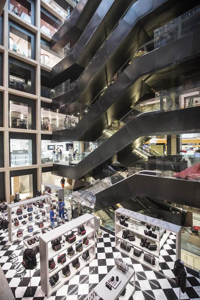 Ecco la nuova rinascente il mall di lusso 8 piani con for Inaugurazione rinascente roma