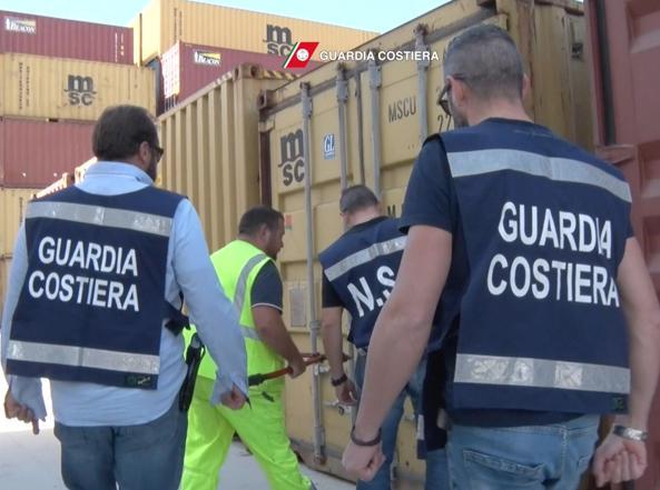 Un momento dell'operazione «End of waste» della Guardia costiera (Ansa)