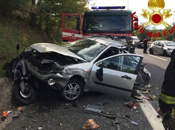 Grave incidente sulla A24: eliambulanza sul posto. 13 feriti, anche un neonato