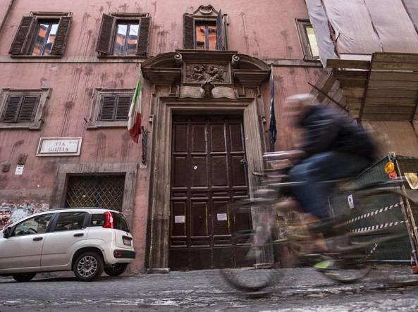Ragazzi fanno amore nel Liceo Virgilio: VIDEO finisce sui social