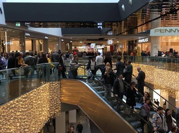 Black friday grande successo negozi e centri commerciali presi d assalto tutto il giorno - Ikea roma porta di roma roma ...