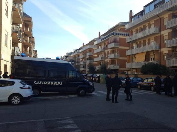 Maxi blitz a Ostia, si cercano armi e droga