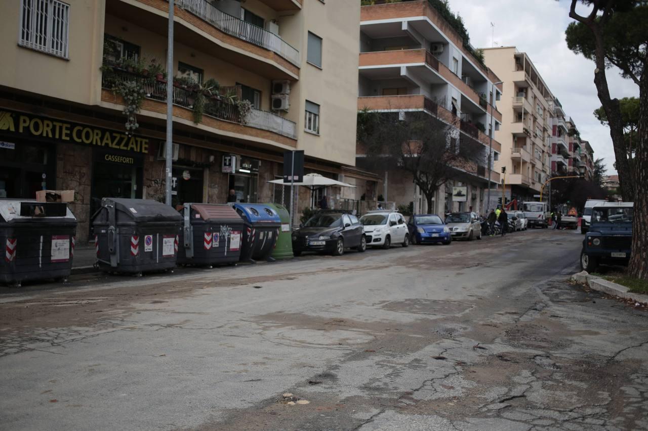 Via gregorio vii residenti a secco e con una voragine for Arredamento via gregorio vii roma