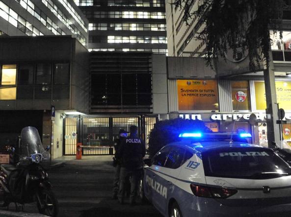 La polizia presidia la sede di Repubblica in largo Fochetti a Roma dopo il blitz di Forza Nuova (Proto)
