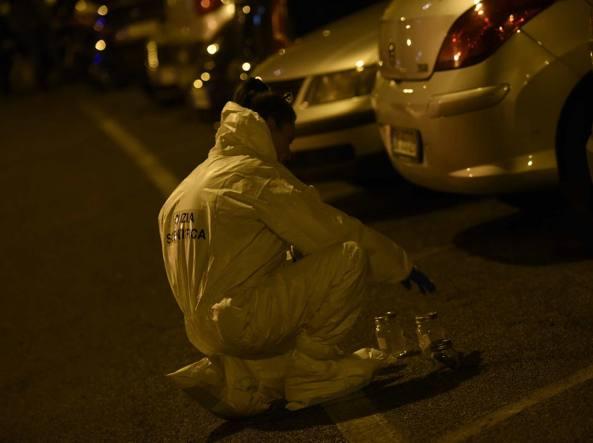 Roma molotov contro commissariato polizia Prati: si cerca uomo fuggito in scooter