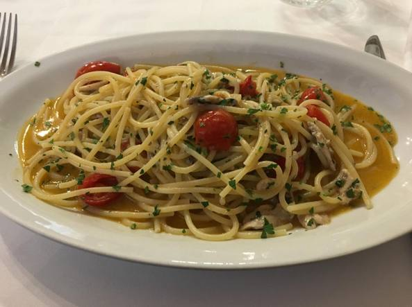 Spaghetti alici, pomodori e pecorino (Sbicca)
